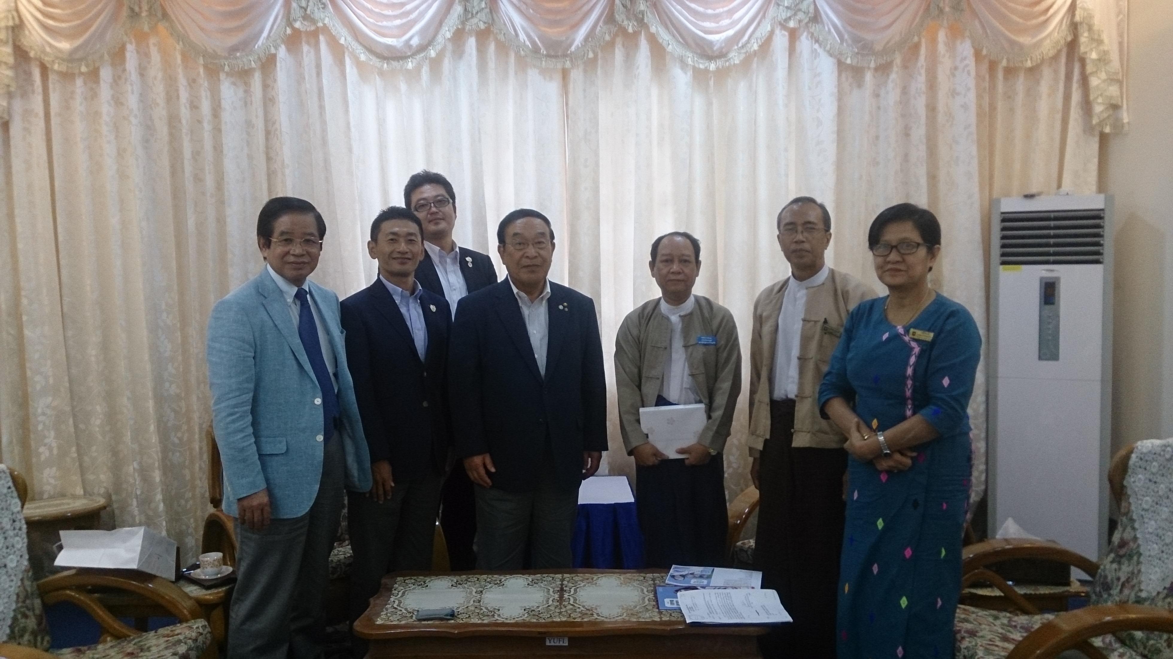 ヤンゴン外国語大学を訪問