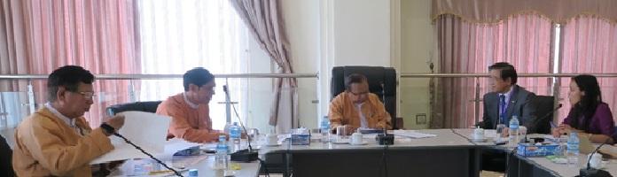 委員長 Tin Maung Win 交通・通信・建設委員会